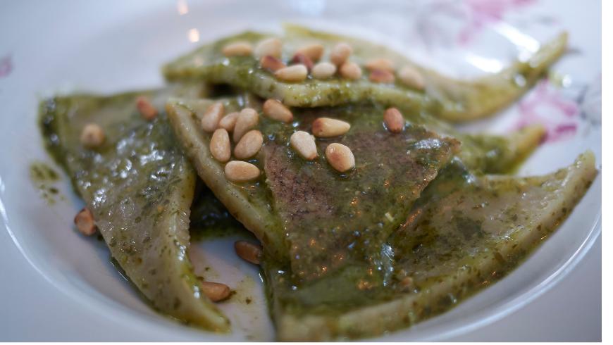Italian recipe: testaroli with pesto
