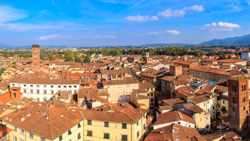 roofs in Lucca
